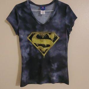 NWOT SUPERMAN T SHIRT SIZE JUNIORS L, (11/13)